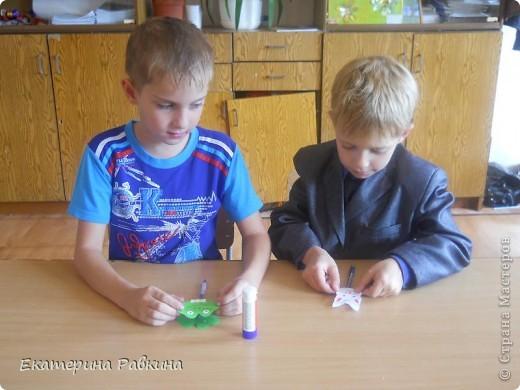 На день шариковой ручки мы решили украсить свои ручки. фото 2