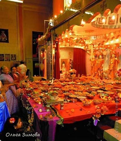 """Огонь в виде горящих свечей, лампад или светильников традиционно используется в мировых религиях как символ веры и противопоставление мраку безбожия. Огонь – непременный атрибут и популярнейшего индийского праздника Дивали. Первоначальное название Дивали – Дипавали. """"Дипа"""" - значит """"светильник"""", а """"бали"""" - """"много"""". Когда зажигают много светильников – это называется Дипавали. фото 2"""