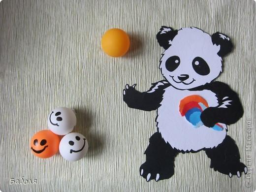 У меня много теннисных шариков, которые я использую для валяния. А Настя любит в них играть. Поэтому мы и решили сделать работу к этому дню. фото 1