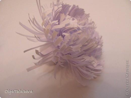 Бумажные гирлянды и шары потрясающее украшение к любому празднику. Такая красота всего лишь из листов бумаги создаст настроение в любой комнате. фото 2