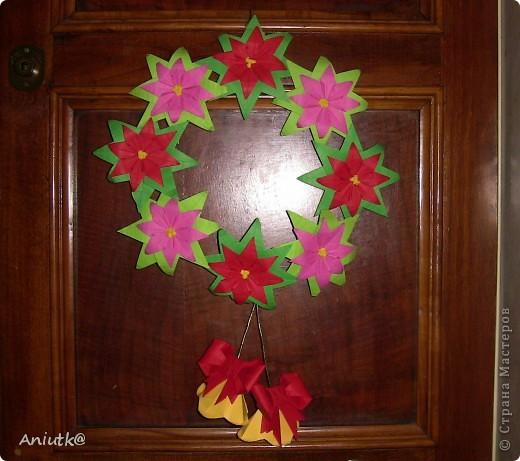 24 декабря не напрасно был выбран  днем Пуансеттии, ведь это Сочельник Рождества на Западе. А как же обойтись без этого прекрасного цветка? фото 9