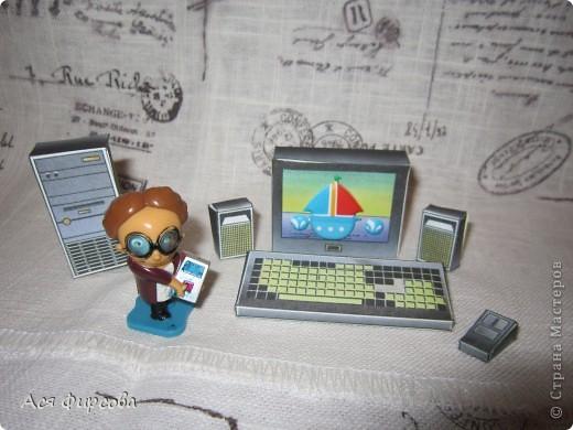 На компьютерную мышку Виртуальный смотрит кот, Виртуальными когтями Изнутри экран скребёт. Но коту послала мышка Мэйл: СОБАКА ТОЧКА Р - Р - У -У! Испугался кот-трусишка И удрал в свою игру.  Г. Фоков фото 3