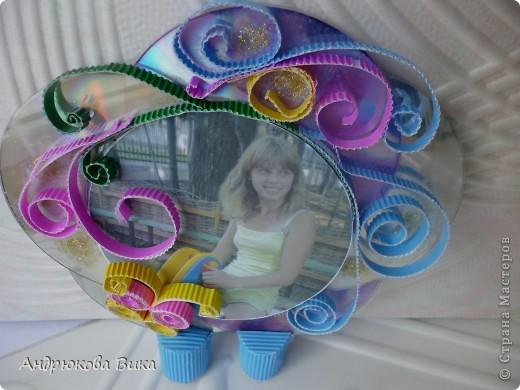 Фоторамка из СД дисков выглядит оригинально и очень красиво. фото 3