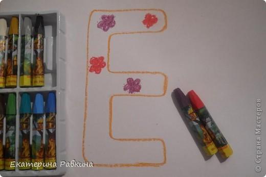 Первая книга в жизни каждого человека, по которой он научился читать - это Азбука (Букварь). Буквы в Азбуке изображают ярко, красочно, чтобы ребёнок хорошо запомнил. А я придумала такое задание для первоклассников: нарисовать первую букву своего имени и украсить её. фото 2