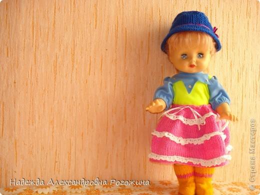 Модница готова. Обязательный атрибут - шляпка, подчёркнута тонкая талия.  фото 1