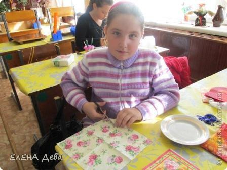 Ко Дню тарелки решила украсить блюдце и тарелочку розами в технике декупажа. фото 2