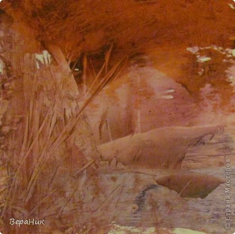 Историки утверждают, что энкаустика, искусство восковой живописи, возникло более 2500 лет назад, и было известно еще древним грекам, римлянам и египтянам. Восковые картины снискали репутацию благодаря своей долговечности: некоторые существуют свыше двух тысячелетий! В музеях всего мира хранится немало портретов, выполненных воском по дереву. Настоящая энкаустика – процесс, при котором цветной воск прижигается к впитывающей основе, такой как штукатурка, холст, дерево. Мы использовали глянцевый картон и восковые мелки для детского творчества. фото 5
