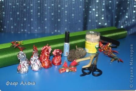 Зелёное чудо, создающее новогоднее настроение - это ЁЛОЧКА! С детства мы любим наряжать её, поём про неё песенки и ждём под ней подарков!   Вот мой вариант новогодней красавицы в технике свит-дизайн фото 6
