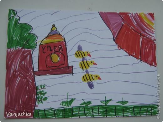 Мишка очень любит мёд! Почему? Кто поймёт? В самом деле, почему Мёд так нравится ему?  Если б мишки были пчёлами, То они бы нипочём Никогда и не подумали Так высóко строить дом; И тогда (конечно, если бы Пчёлы – это были мишки!) Нам бы, мишкам, было незачем Лазить на такие вышки!  (Б.Заходер)  фото 4