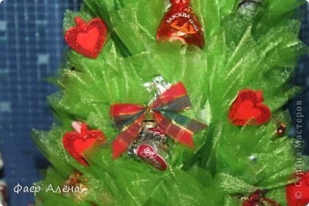 Зелёное чудо, создающее новогоднее настроение - это ЁЛОЧКА! С детства мы любим наряжать её, поём про неё песенки и ждём под ней подарков!   Вот мой вариант новогодней красавицы в технике свит-дизайн фото 7