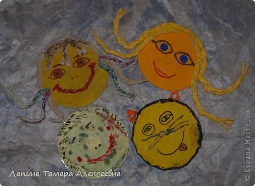 """""""От улыбки станет всем светлей..."""" вспомнили ребята слова из детской песенки и выполнили смалики - весёлые мордашки."""