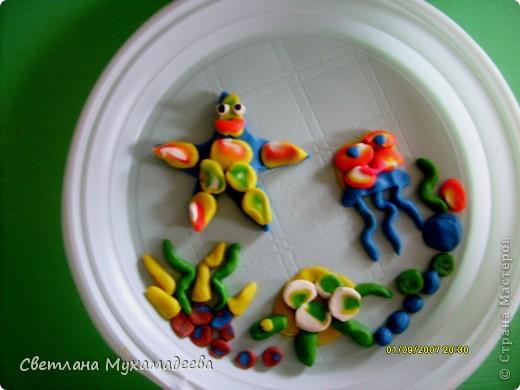 Арсений выбрал День одноразовой тарелки. Очень много поделок было изготовлено из одоразовых тарелок. фото 1