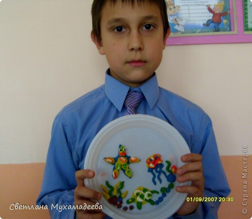 Арсений выбрал День одноразовой тарелки. Очень много поделок было изготовлено из одоразовых тарелок. фото 2