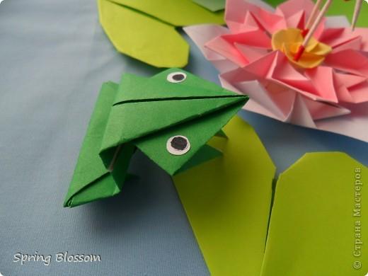 """Доброго времени суток, дорогие мастера и мастерицы! Сегодня я представляю вам свою конкурсную работу, посвященную дню оригами. У меня оригами ассоциируется со сказкой, волшебством превращения обычного листка бумаги в интересную фигурку, оживающую прямо на глазах, поэтому я сделала в технике оригами иллюстрацию к всеми любимой и известной с детства сказке Ганса Христиана Андерсена """"Дюймовочка"""". Началось всё с цветка, который я сделала по МК Elena.ost ( https://stranamasterov.ru/node/135942 ), диаметр цветка - 11см. фото 4"""