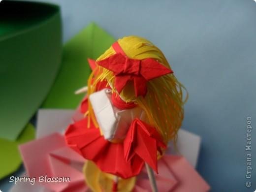 """Доброго времени суток, дорогие мастера и мастерицы! Сегодня я представляю вам свою конкурсную работу, посвященную дню оригами. У меня оригами ассоциируется со сказкой, волшебством превращения обычного листка бумаги в интересную фигурку, оживающую прямо на глазах, поэтому я сделала в технике оригами иллюстрацию к всеми любимой и известной с детства сказке Ганса Христиана Андерсена """"Дюймовочка"""". Началось всё с цветка, который я сделала по МК Elena.ost ( https://stranamasterov.ru/node/135942 ), диаметр цветка - 11см. фото 7"""