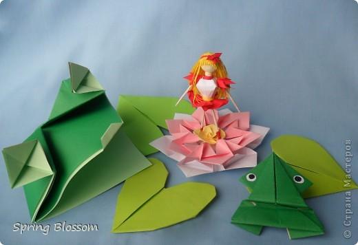 """Доброго времени суток, дорогие мастера и мастерицы! Сегодня я представляю вам свою конкурсную работу, посвященную дню оригами. У меня оригами ассоциируется со сказкой, волшебством превращения обычного листка бумаги в интересную фигурку, оживающую прямо на глазах, поэтому я сделала в технике оригами иллюстрацию к всеми любимой и известной с детства сказке Ганса Христиана Андерсена """"Дюймовочка"""". Началось всё с цветка, который я сделала по МК Elena.ost ( https://stranamasterov.ru/node/135942 ), диаметр цветка - 11см. фото 1"""