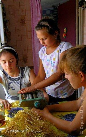 Это сейчас у детворы игрушек видимо-невидимо! Да еще и каких хочешь: от простых механических, до сложнейших электронных и радиоуправляемых! От компьютера порой ребенка вообще не оттащишь! А чем же играли дети былых времен? Из чего были сделаны игрушки для них? Какие это были игрушки? Вот об этом мы и будем вести сегодня свой рассказ. фото 3