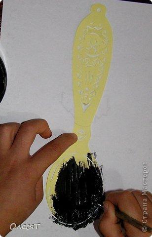 У нас дома есть несколько деревянных ложек. Мне всегда было интересно разглядывать рисунки на них. Но я не знала, что рисунки на ложках называются росписью,да еще и не просто росписью, а Хохломской росписью! фото 4