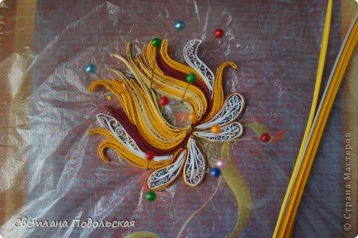 Как то вечером я искала на просторах интернета очередное вдохновение для творчества ,и наткнулась на необыкновенной красоты шитье-ЗОЛОТНОЕ шитье. Оно настолько поразило меня своей самобытностью и богатством,что мне непременно захотелось воплотить небольшую работу в квиллинге. Вот что у меня получилось. Волшебный цветок.  фото 2