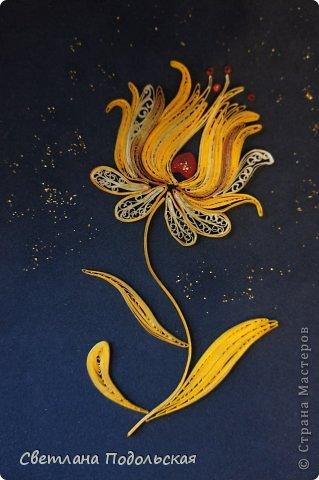 Как то вечером я искала на просторах интернета очередное вдохновение для творчества ,и наткнулась на необыкновенной красоты шитье-ЗОЛОТНОЕ шитье. Оно настолько поразило меня своей самобытностью и богатством,что мне непременно захотелось воплотить небольшую работу в квиллинге. Вот что у меня получилось. Волшебный цветок.  фото 1