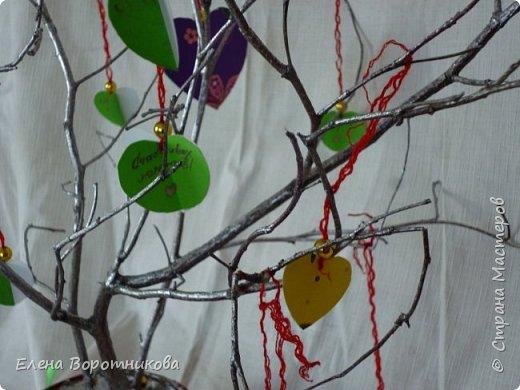 Арина для класса сделала дома дерево пожеланий. Ведь в день Святого Валентина хочется желать самого хорошего. фото 5