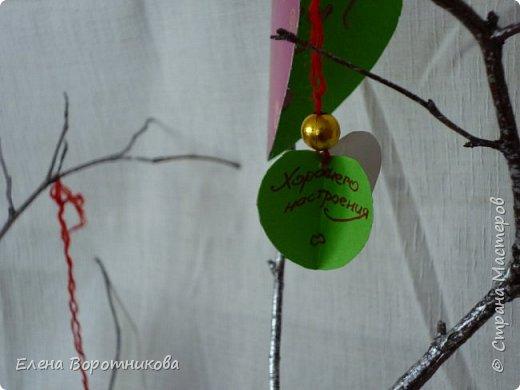 Арина для класса сделала дома дерево пожеланий. Ведь в день Святого Валентина хочется желать самого хорошего. фото 4