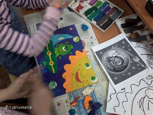 Инопланетянин в своей тарелке бороздит космические просторы. Вот и до Солнечной системы добрался. :-) фото 4