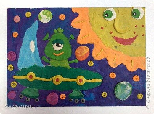 Инопланетянин в своей тарелке бороздит космические просторы. Вот и до Солнечной системы добрался. :-) фото 6