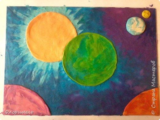 """Далекое будущее. Экипаж отважных космолётчиков возвращается домой после долгого странствия. Путь космического корабля пролегает мимо заселенных планет Солнечной системы. Солнышко ласково улыбается героям, а Земля уже """"в иллюминаторе видна"""" вместе со своим извечным спутником, Луной. Долгая дорога домой завершена! фото 6"""