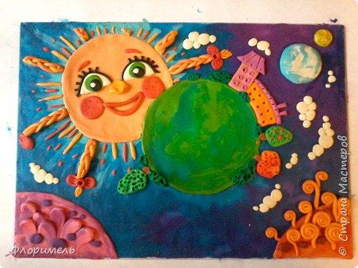"""Далекое будущее. Экипаж отважных космолётчиков возвращается домой после долгого странствия. Путь космического корабля пролегает мимо заселенных планет Солнечной системы. Солнышко ласково улыбается героям, а Земля уже """"в иллюминаторе видна"""" вместе со своим извечным спутником, Луной. Долгая дорога домой завершена! фото 9"""
