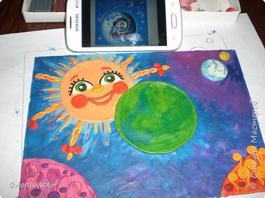 """Далекое будущее. Экипаж отважных космолётчиков возвращается домой после долгого странствия. Путь космического корабля пролегает мимо заселенных планет Солнечной системы. Солнышко ласково улыбается героям, а Земля уже """"в иллюминаторе видна"""" вместе со своим извечным спутником, Луной. Долгая дорога домой завершена! фото 7"""