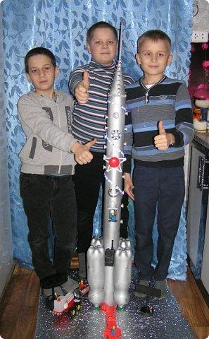 """Доброе время суток, друзья! Вновь  и вновь рады приветствовать  вас на страничке нашего блога! Разрешите представить  вам  наш макет  космического корабля,  который  мы с ребятами назвали """"Стрела"""" И так  5, 4, 3, 2, 1. Пуск! фото 4"""