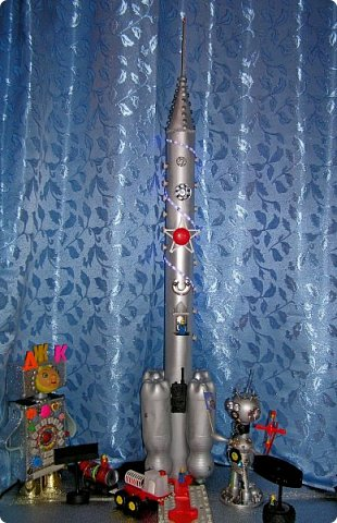 """Доброе время суток, друзья! Вновь  и вновь рады приветствовать  вас на страничке нашего блога! Разрешите представить  вам  наш макет  космического корабля,  который  мы с ребятами назвали """"Стрела"""" И так  5, 4, 3, 2, 1. Пуск! фото 2"""