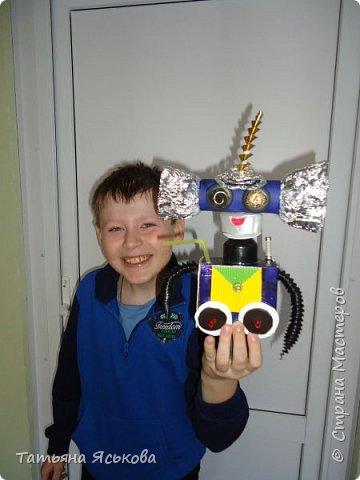 Вас приветствует робот Ди. Почему ДИ? Потому что это не простой робот, а двусторонний.. Он создан Владом, для освоения космического пространства и налаживания контактов с разумными цивилизациями. фото 8
