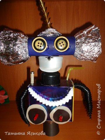 Вас приветствует робот Ди. Почему ДИ? Потому что это не простой робот, а двусторонний.. Он создан Владом, для освоения космического пространства и налаживания контактов с разумными цивилизациями. фото 10