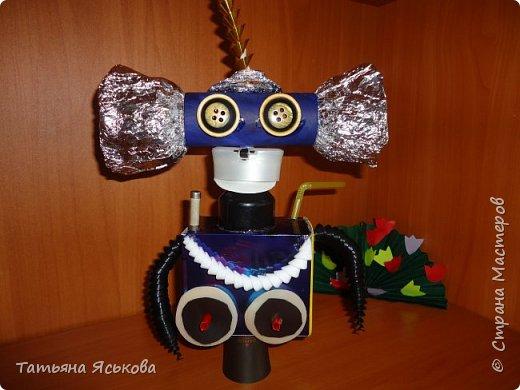 Вас приветствует робот Ди. Почему ДИ? Потому что это не простой робот, а двусторонний.. Он создан Владом, для освоения космического пространства и налаживания контактов с разумными цивилизациями. фото 1