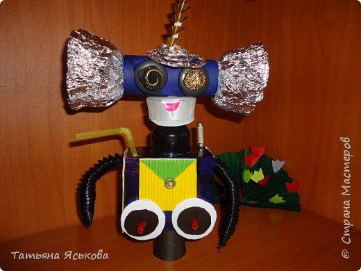 Вас приветствует робот Ди. Почему ДИ? Потому что это не простой робот, а двусторонний.. Он создан Владом, для освоения космического пространства и налаживания контактов с разумными цивилизациями. фото 9