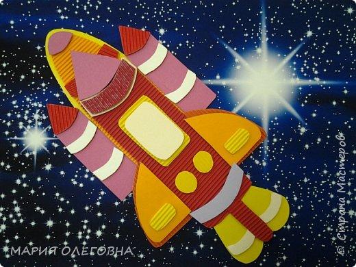 Юрий Гагарин В космической ракете С названием «Восток» Он первым на планете Подняться к звездам смог. Поет об этом песни Весенняя капель: Навеки будут вместе Гагарин и апрель. Автор: В. Степанов  фото 1
