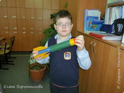 Саша решил поучаствовать в конкурсе и сделать ракету. фото 2