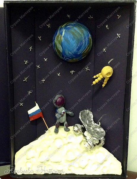 """Луна очень многих привлекала своей загадочностью! Вот и девочки не обошли её своим вниманием. Они создали макет-книгу """"Луна: хочу всё знать!"""" Макет не маленький, размером 35х50, высотой 10 см фото 13"""