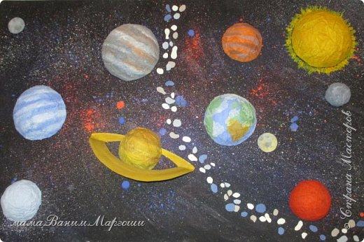 Во Вселенной миллиарды Галактик. Среди этого огромного количества есть одна, которая называется Млечный Путь. На её периферии есть звезда - Солнце. Планеты, вращающиеся вокруг этой звезды, образуют Солнечную систему - наш дом, такой большой по сравнению с нами, людьми, и такой маленький по сравнению со Вселенной. фото 1