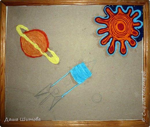 """Хочется представить вашему вниманию картину """"Полёт"""". Формат А-4, Выполнена в технике пейп-арт , по авторской технике Татьяны Сорокиной. Мой корабль покинул Землю и отправился в путешествие...пролетел Сатурн, в иллюминатор заглянули лучи солнца...Пролёт продолжается... фото 4"""