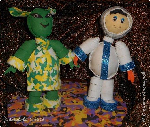 Всегда  возникает вопрос существует  жизнь на других  планетах? Космонавт  Георгий полетел  в космос и встретил   инопланетянина  Марксика.  Между ними возникла  дружба. фото 1