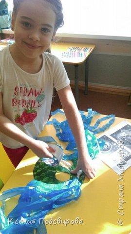 Здравствуйте, я работаю в детском саду. К Дню космонавтики решили изготовить костюм инопланетянина, способ очень простой и интересный. В изготовлении костюма мне помогала моя воспитанница Вергунова Мария. фото 5