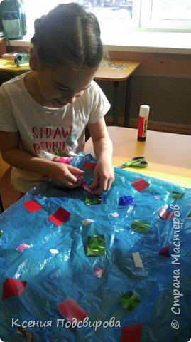 Здравствуйте, я работаю в детском саду. К Дню космонавтики решили изготовить костюм инопланетянина, способ очень простой и интересный. В изготовлении костюма мне помогала моя воспитанница Вергунова Мария. фото 3