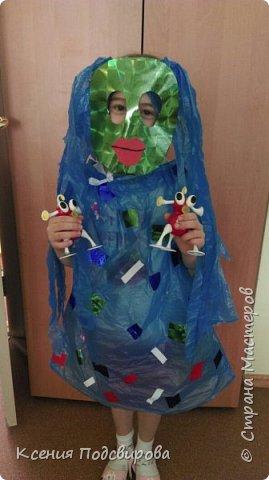 Здравствуйте, я работаю в детском саду. К Дню космонавтики решили изготовить костюм инопланетянина, способ очень простой и интересный. В изготовлении костюма мне помогала моя воспитанница Вергунова Мария. фото 7