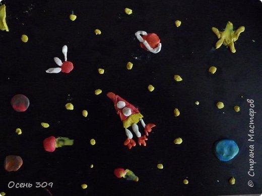 Космический карабль летит в необъятный космос. На какой то далекой планете существуют разумные обитатели и экспедиция будет стремиться их обнаружить. фото 1