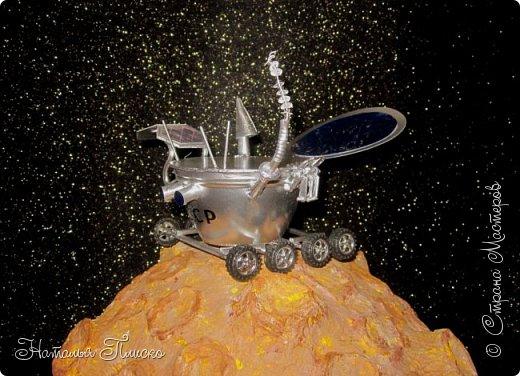 """""""Луноход-1"""" - первый лунный самоходный аппарат. Он был доставлен на поверхность Луны 17 ноября 1970 года советской межпланетной станцией """"Луна-17"""" и проработал на её поверхности до 4 октября 1971 года. Предназначался аппарат для изучения особенностей лунной поверхности, радиоактивного и рентгеновского космического излучения на Луне, химического состава и свойств грунта. фото 3"""