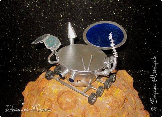 """""""Луноход-1"""" - первый лунный самоходный аппарат. Он был доставлен на поверхность Луны 17 ноября 1970 года советской межпланетной станцией """"Луна-17"""" и проработал на её поверхности до 4 октября 1971 года. Предназначался аппарат для изучения особенностей лунной поверхности, радиоактивного и рентгеновского космического излучения на Луне, химического состава и свойств грунта. фото 4"""