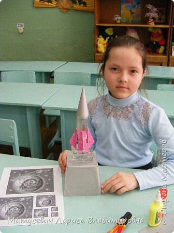 Такая ракета получилась у нас из бросового материала Ракета полетела в космос чтоб изучить неведомые дали чтоб мы и наши дети увидали как выглядит из космоса Земля. фото 7
